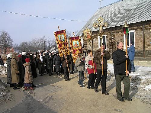 Крестный ход во время первого престольного праздника храма  (18 февраля 2007)